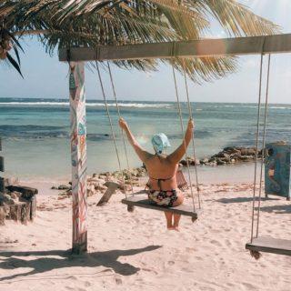 Bon mardi !!!  Je regarde dans nos photos de Mahahual ce matin afin de regrouper quelques bonnes infos ... Pendant un instant, je me balancerais encore devant ce décor !   Quel genre d'information aimeriez-vous lire pour préparer votre prochain voyage à Mahahual ? (J'suis pas obligé de vous dire que ce n'est pas pour demain le voyage hen ?!) 💁🏼♀️ .. . . . . . . .  #expatlife#expat#expatliving#travellater#staysafe#quintanaroo#quintanaroomexico#mahahual#mexique#mexique🇲🇽#couplegoals#digital#nomadlife#nomad#nomadenumérique#digitalnomad#caraïbes#caribemexicano#bestlife#staypositive#beachday#happyme #beachlife #beachvibes  #vivreautrement #vivreheureux #fairedeschoix