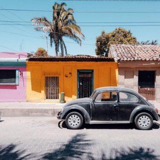 Envie d'une virée en voiture de plus en plus … un achat à prévoir ?  Avouez qu'on aurait du style à bord d'une vieille coccinelle … même si Pascal préfère les vieux Durango !  . . . . . . #expatlife#expat#expatliving#travellater#staysafe#sinoaloa#mexico#mazatlan#mexique🇲🇽#couplegoals#digital#nomadlife#nomad#nomadenumérique#digitalnomad#bestlife#staypositive #happyme#vivreautrement #livenom #globetrotters #travelinspiration #visitmexico #visitmazatlan #canadianexpat #expatblogger #oldcar #mexicovibes #vwbug